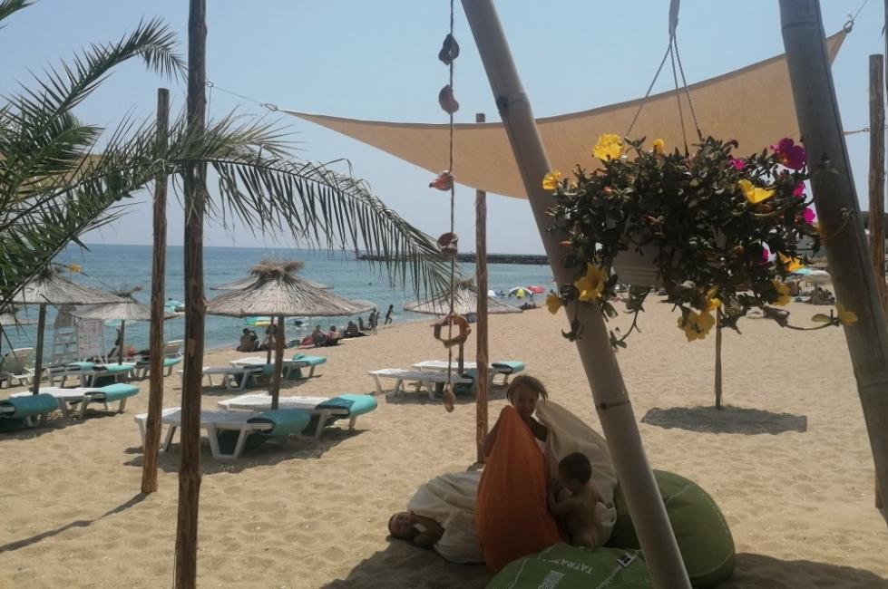 """Бар """"Ботики"""" във Варна – на плажа като у дома си"""
