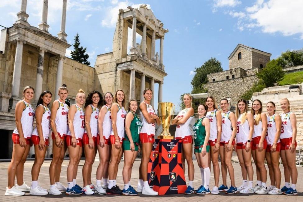 Женският ни волейболен отбор с фотосесия в Античния театър