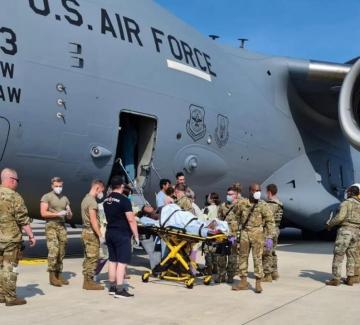 Бягство от талибаните: Да родиш на борда на военен самолет