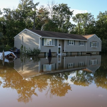 Ураганът Айда взе поне 46 жертви в САЩ