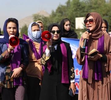 Протест на жени в Кабул, борещи се за равни права, завърши с насилие