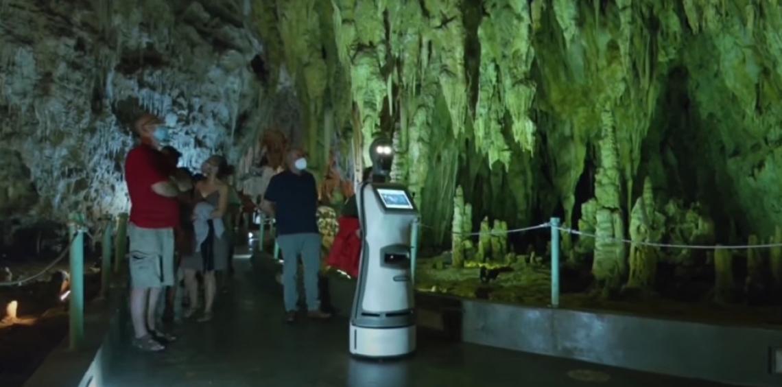 Персефона, роботът-екскурзовод в гръцката пещера Алистрати