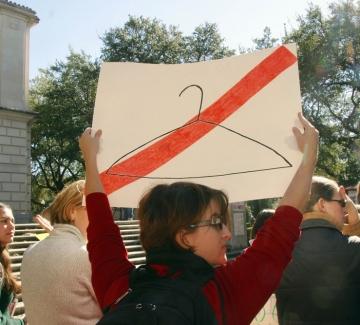 """Намериха """"вратичка"""" в закона, забраняващ абортите в Тексас"""