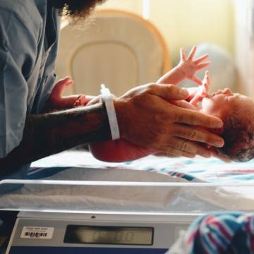 Разменени при раждането: Две 19-годишни момичета със сгрешени семейства