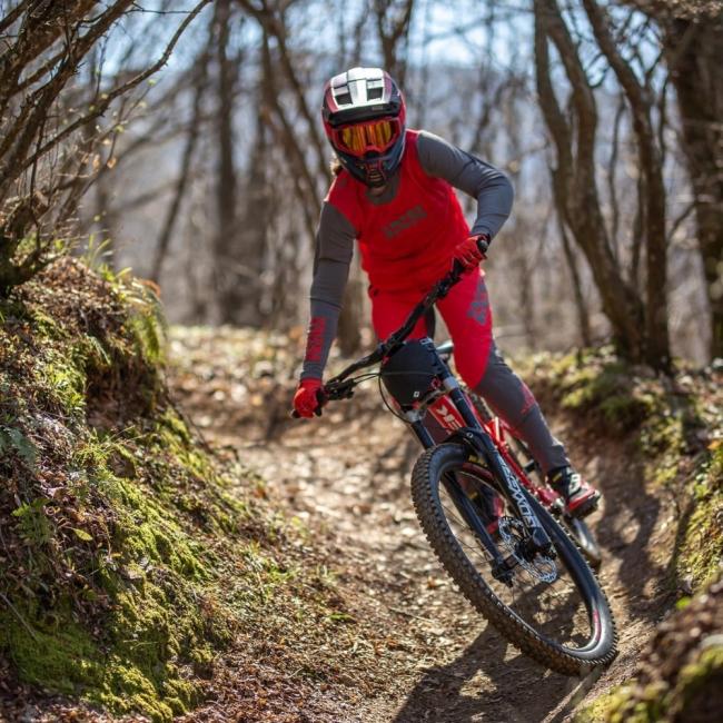 Изабела Янкова, 17-годишната световна шампионка по планинско колоездене