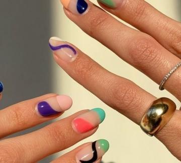 10 идеи за абстрактен цветен маникюр, новият хит в Инстаграм