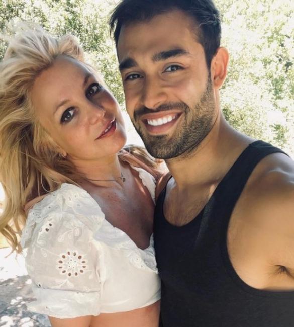 Бритни Спиърс се сгоди за дългогодишния си приятел