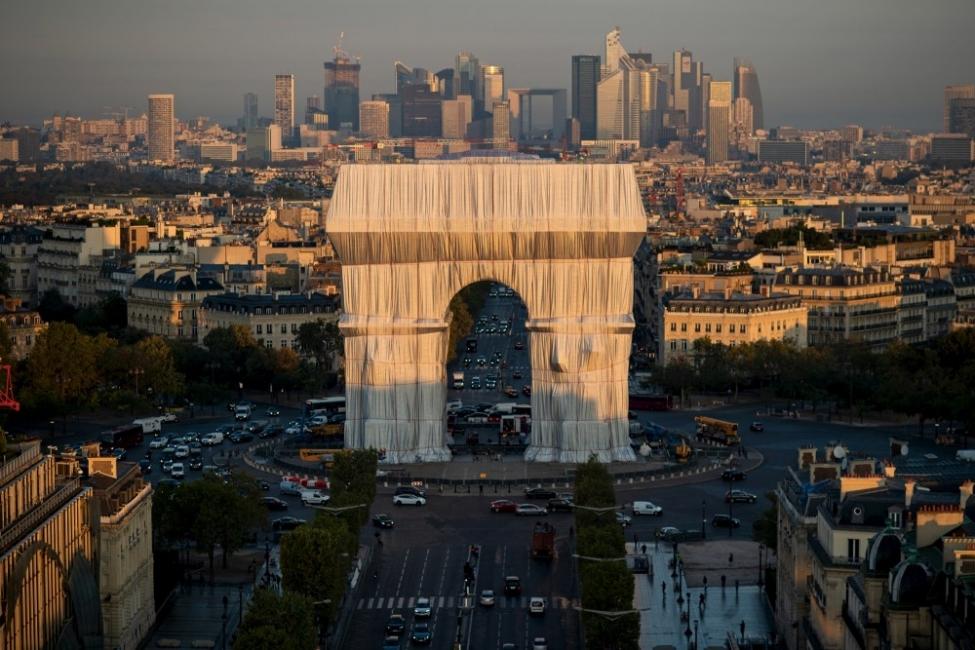 Опакованата Триумфалната арка на живо - една сбъдната мечта на 60 години
