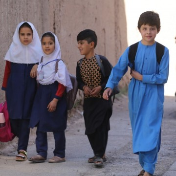Момичетата в Афганистан са изключени от гимназиите