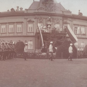 Триумфалната арка на Лъвов мост и още от София през 30-те