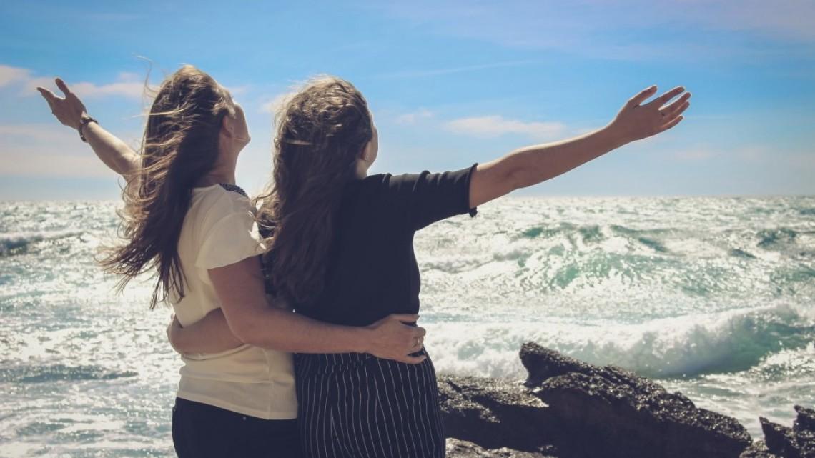 Нели и Вики - две момичета, които се обичат