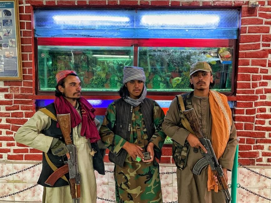 Новите забрани на талибаните този път засягат мъжете
