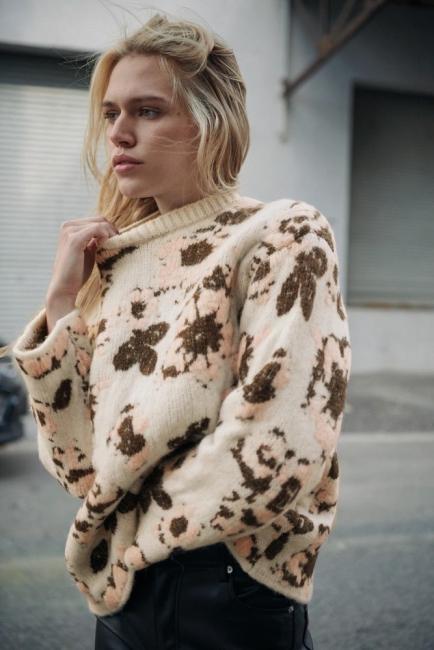 Съботен шопинг: 12 пуловера, с които да освежите стайлинга си