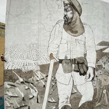 Графити артист създава изкуство от пепелта на горящите гори на Амазония