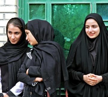 """Иран въвежда учебни програми за """"пазители на морала"""""""