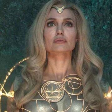 Анджелина Джоли и Салма Хайек стават супергерои
