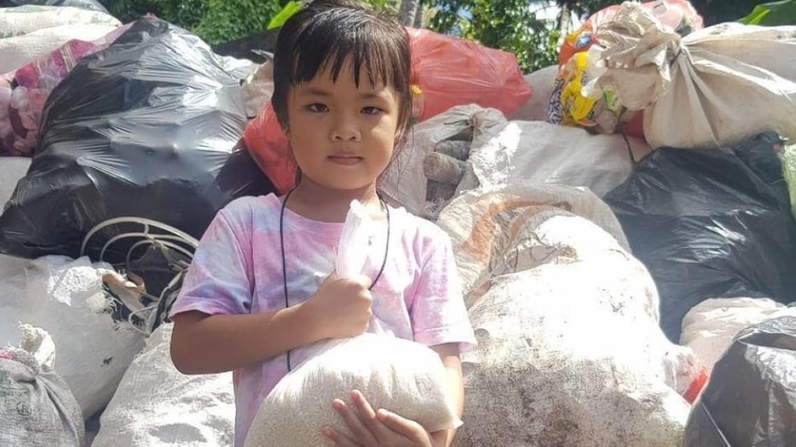"""""""Пластмаса за ориз"""" – как в Бали се борят с глада и замърсяването"""
