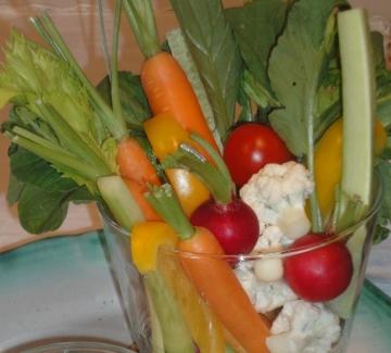 Зеленчуци със сос от риба тон