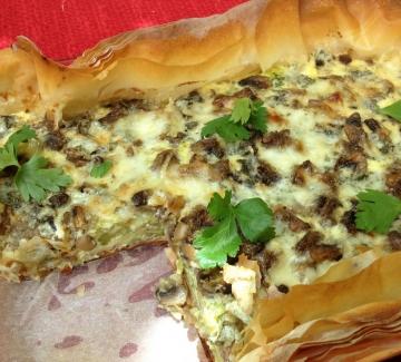 Киш с броколи, печурки и синьо сирене
