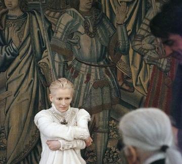 Тилда Суинтън в новата рекламна кампания на Chanel
