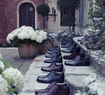 Обувките на Louis Vuitton по уличките на Венеция