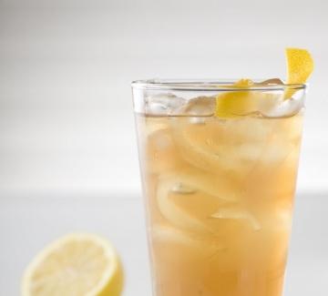 Пет различни и силно разхлаждащи летни коктейла