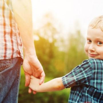 Какво ни превърна от деца във възрастни