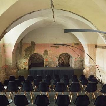 Доминикански манастир, преобразен в модерна сцена