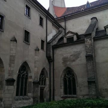 Зрънца от историята на Прага – Бенедиктинският манастир от Емеса