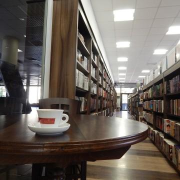 Топла книга и силно кафе във Варна