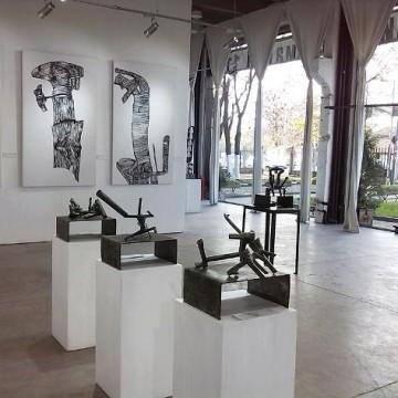 Съвременна  скулптура в галерия Индустриална
