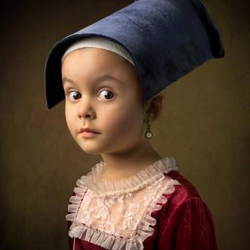 5-годишно момиченце позира за класически картини