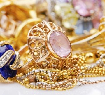 И още за украшенията – обици и пръстени