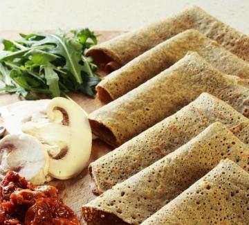 Палачинки с брашно от елда и солен пълнеж