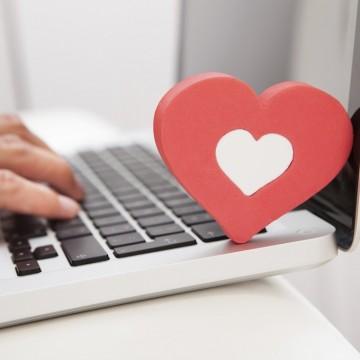 Любов от първо кликване