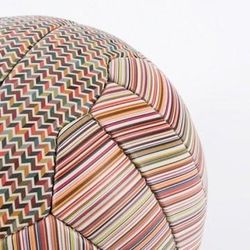 Футболна топка от Пол Смит
