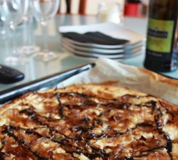 Пица с котидж сирене и карамелизиран лук