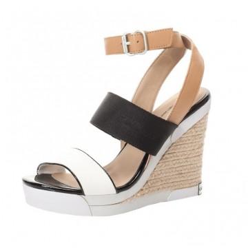 В шопинг списъка днес - чифт обувки на Calvin Klein