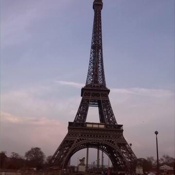 Парижка симфония от въздух и метал