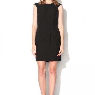 Сега е моментът да си купим малка черна рокля