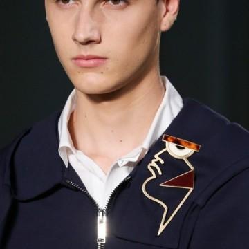 Мъжките брошки на Valentino
