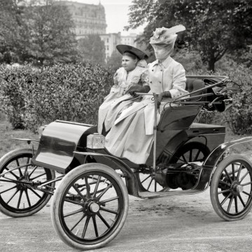 Жените и автомобилите – една много стара любов