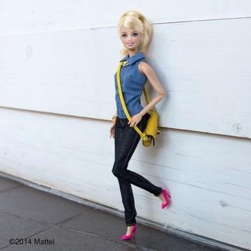 Куклата Барби става моден блогър