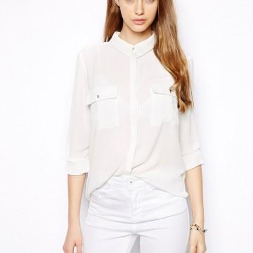 Десет елегантни бели блузи и ризи, които може да купите с намаление