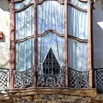 Прекрасните врати и прозорци на Париж