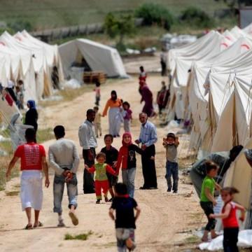Подарете топли дрехи на бежанци и техните деца