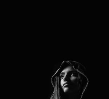 Деси от Сентиментъл Суингърс представя част от самостоятелния си албум