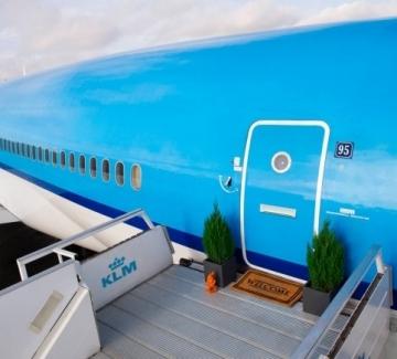 Самолет, превърнат в уникален луксозен апартамент на земята