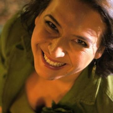 Ива Колева, едно усмихнато момиче в действие