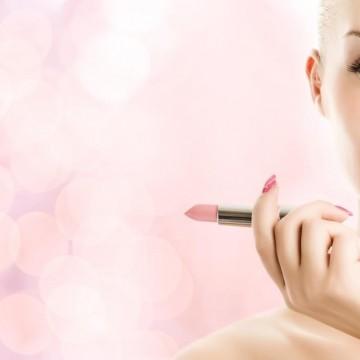 Как да направим тънките устни да изглеждат по-плътни?